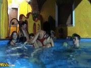 Orgia dentro da piscina