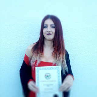 Síomha Reid graduating from Art Portfolio course
