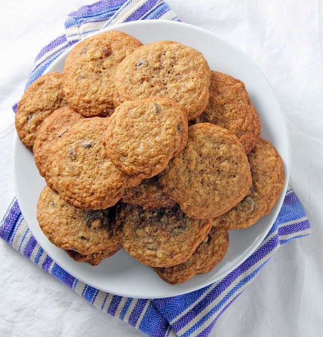 Healthy and simple whole wheat chocolate chip cookies | Recipe by chelsa-bea.com #MyPicknSave #shop