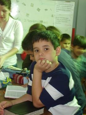 enseñando en la escuela dominical del CEBY