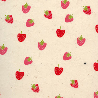 http://www.monuniverspapier.fr/papier-nepalais-ou-lokta-motifs-fantaisies-imprimes-aux-tampons-/387-papier-nepalais-fantaisie-fond-naturel-impression-de-petites-fraises.html