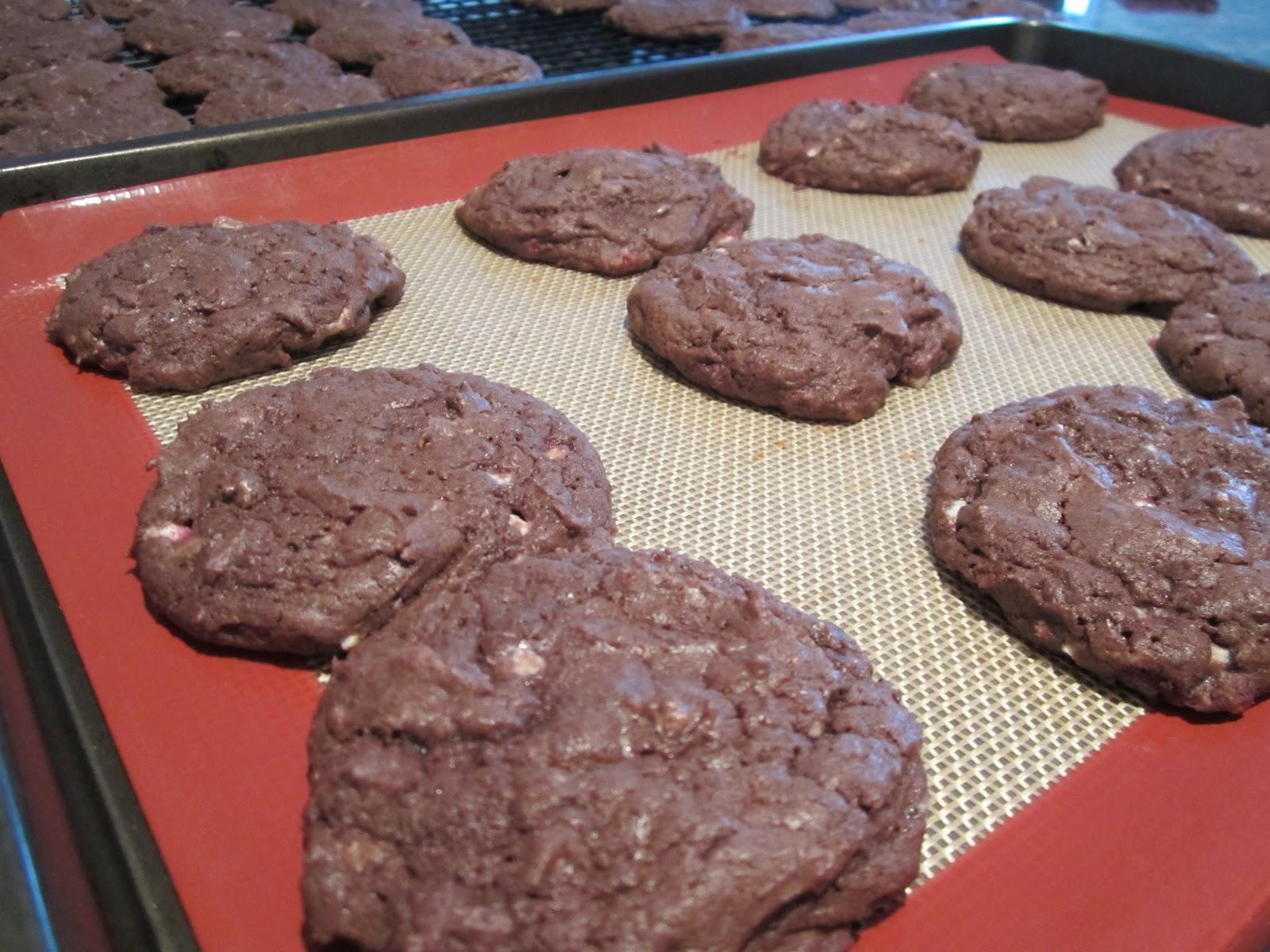 Life on Food: Chocolate Peppermint Bark Cookies
