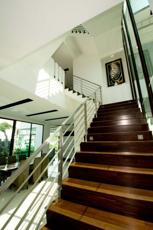 ... Between The Level Down To The Outer Region, The Family Will Interact  With The Atmosphere Outside The Home Is The Main Purpose Of This Home Design .