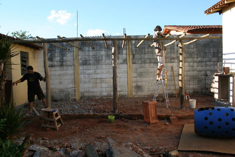 Projetos em Eucalipto e tijolo de demolição