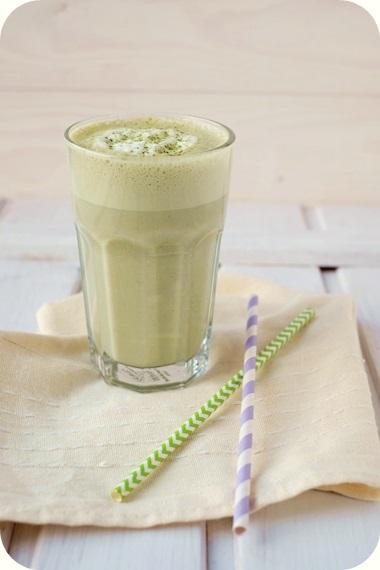 Banane Matcha Tee Latte Getränk