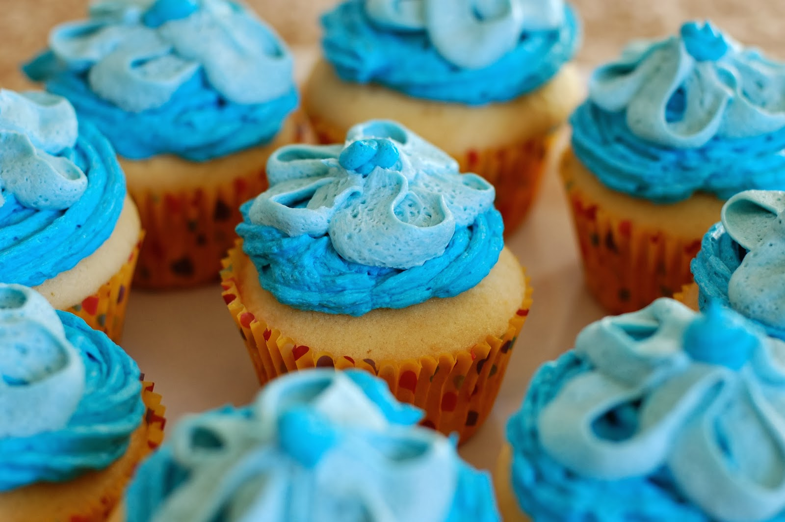 Baby boy shower cupcakes vanilla cupcakes with vanilla for Cupcake recipes for baby shower girl