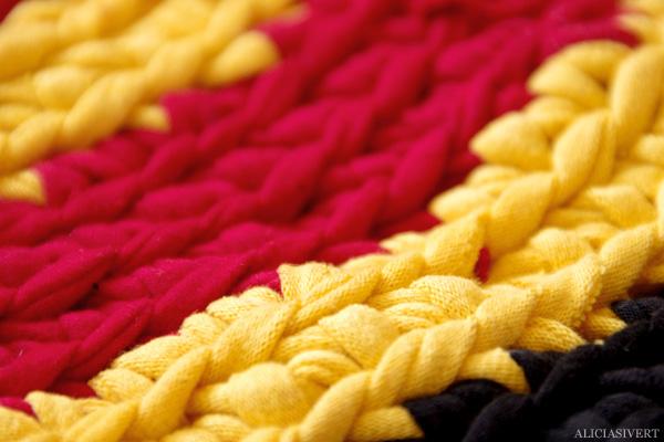 aliciasivert, alicia sivertsson, virka, virkat, badrumsammatta, tarn, t-shirt, garn av t-shirt, t-yarn, crochet, rug, bathroom rug