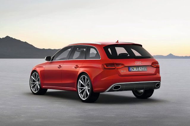 2013 Audi RS4 Avant Back Exterior