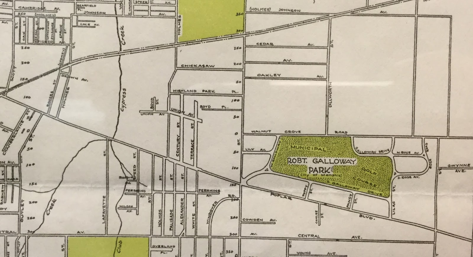this map from the mid 1920s shows the red acres subdivision centered around the robert galloway park but no chickasaw gardens or hedgemoor