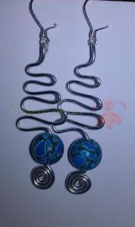 Pendientes aluminio plateado y bola de concha prensada azul