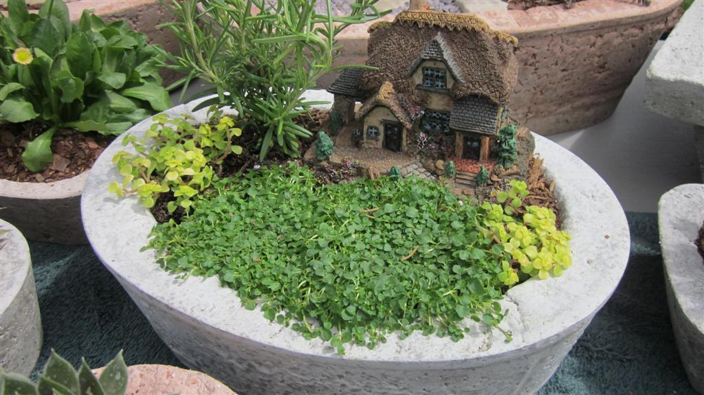 The Papercrete Potter Miniature Landscapes.......