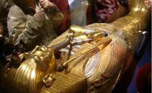 Mesir Minta Lelang Patung Tutankhamun Dihentikan