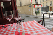 lunchtime on the way to Montmartre (paris montmartre day )