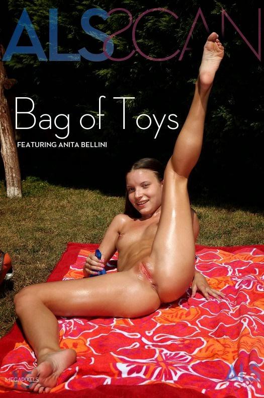 Anita_Bellini_Bag_of_Toys QxaaaXE3k 2013-10-16 Anita Bellini - Bag of Toys 11170