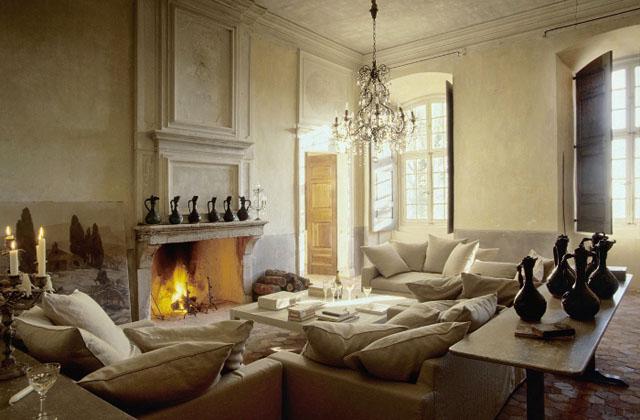 salon con gran chimenea señoria de piedra