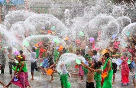 Songkran Festival in Thailand_2014