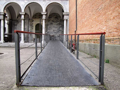 Side ramp leading into the Cathedral, Livorno