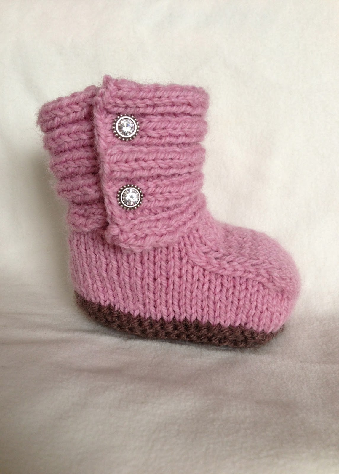 Girls Knitted Hat Pattern : Baby Girl UGGs - iKNITS