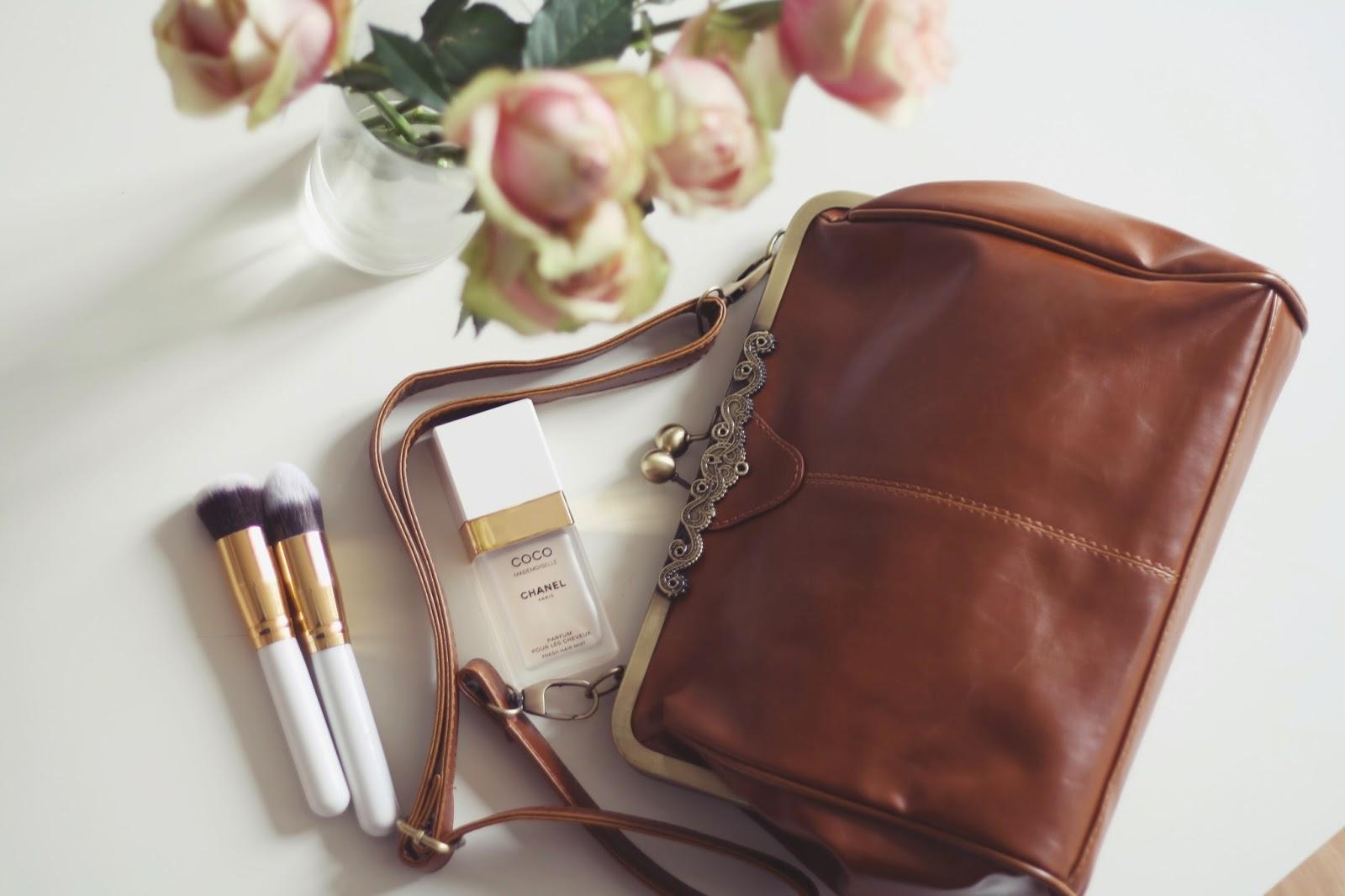 vintage kisslock clasp handbag