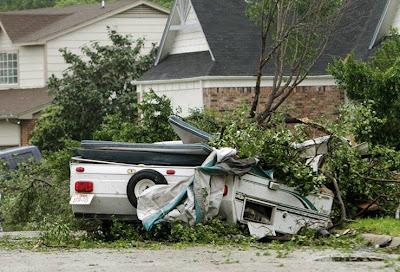 rumah hancur akibat tornado