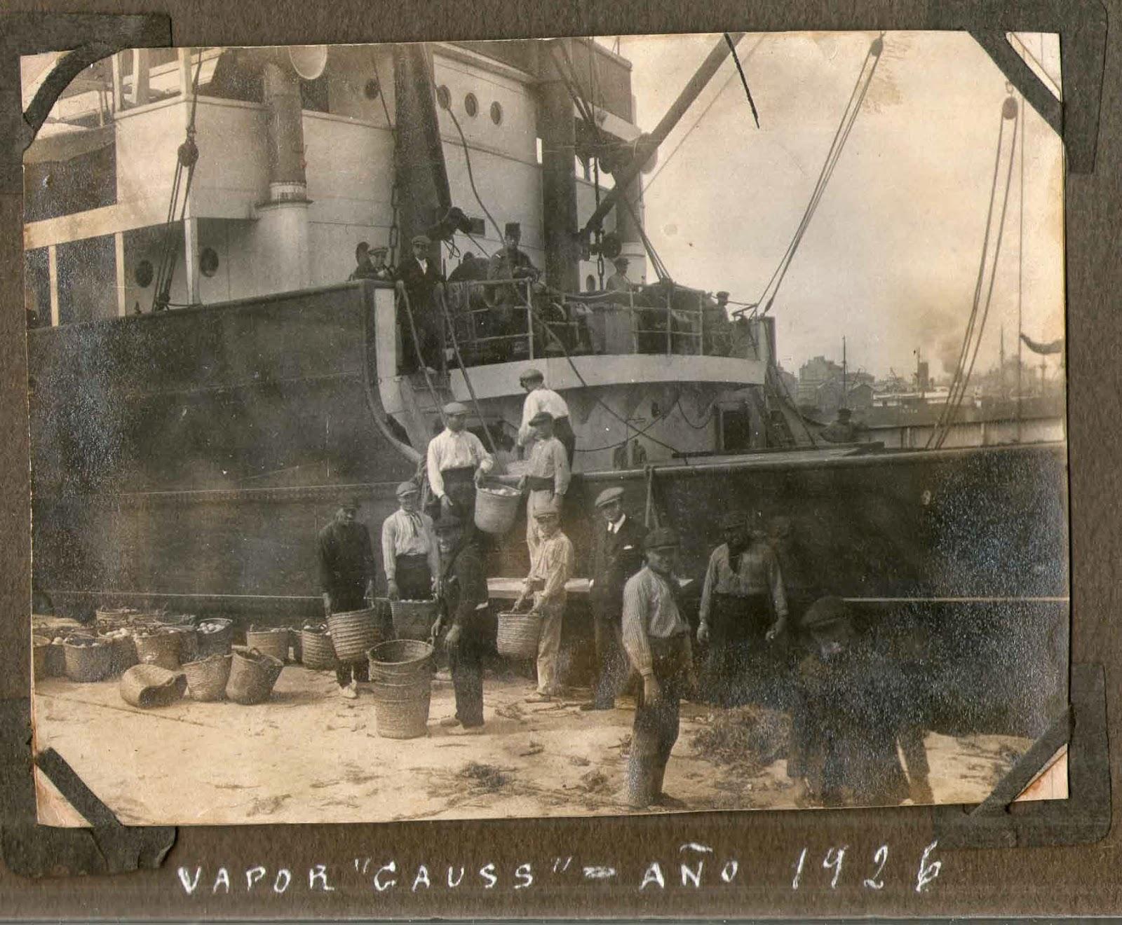Vapor Gauss cargando naranjas, puerto, Valencia, 1926
