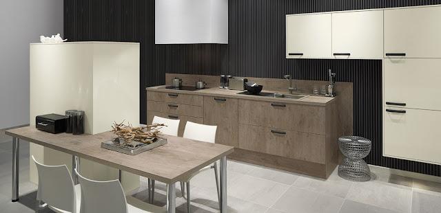cocina-madera-y-blanca-con-pared-oscura