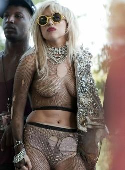 style Lady Gaga umbar aurat