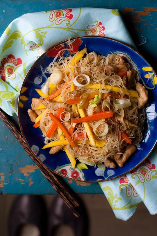 Thai csirkés-mangós tészta