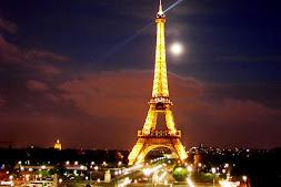 Somos como la Torre Eiffel encendida un 14 de febrero.♥