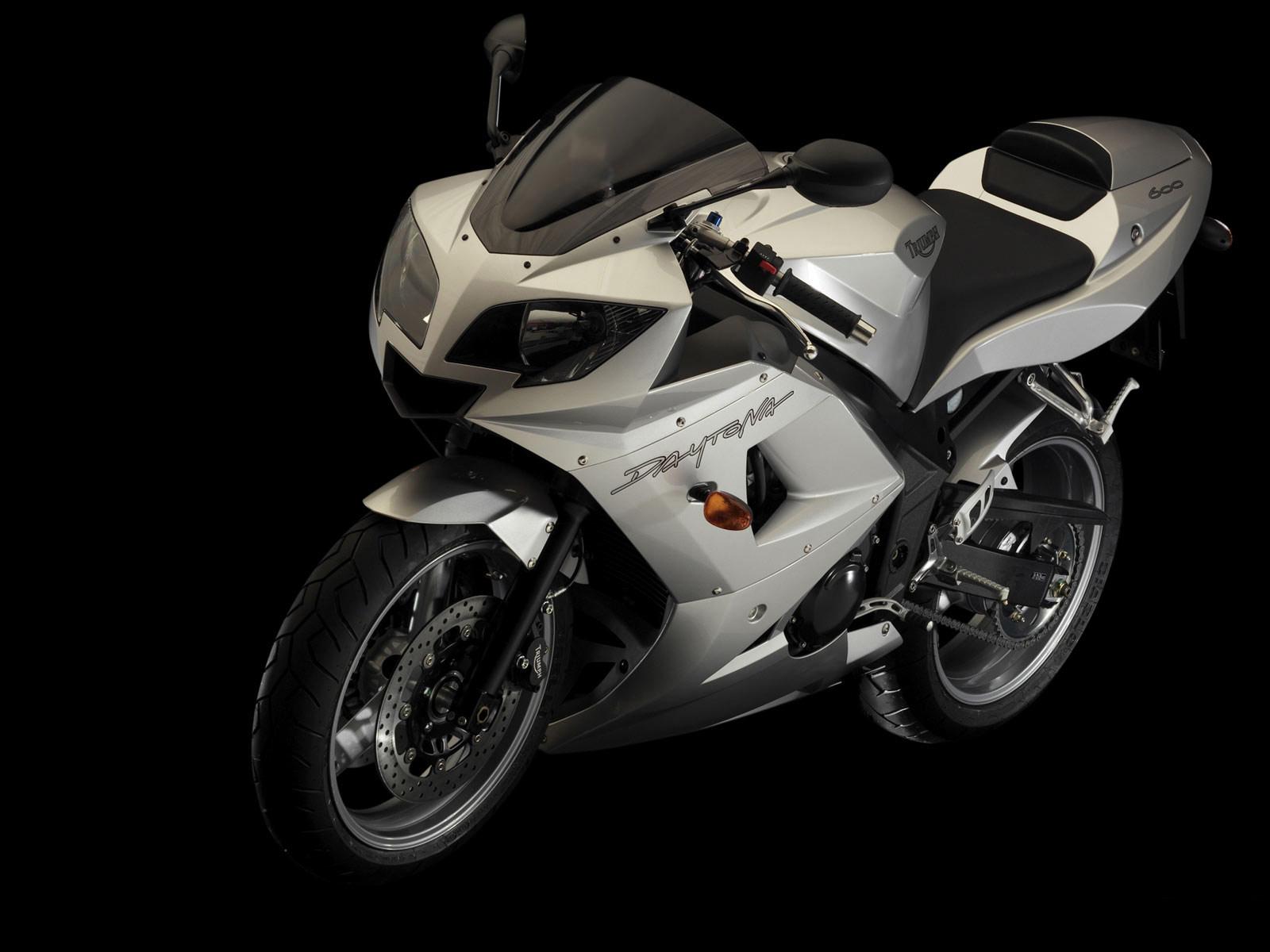 http://4.bp.blogspot.com/-ow_xGos4Yfw/TohUFr-QN1I/AAAAAAAABgk/wbGylEN-9_8/s1600/triumph_Daytona-600-2004_motorcycle-desktop-wallpaper_5.jpg