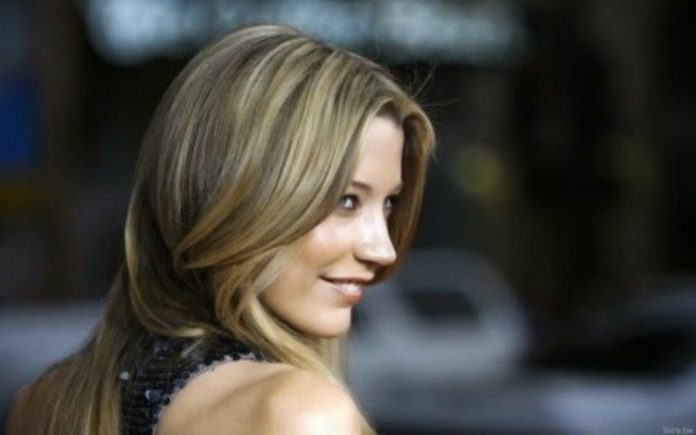 Sarah Roemer sexy smile wallpaper, Sarah Roemer  smile photos, Sarah Roemer  smiling images, Sarah Roemer  beautiful wallpaper