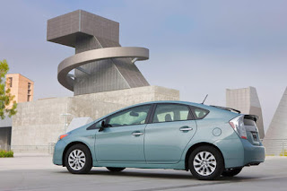 Shopping for a new car? Prius Plug-In is a plus for fuel-saving fans