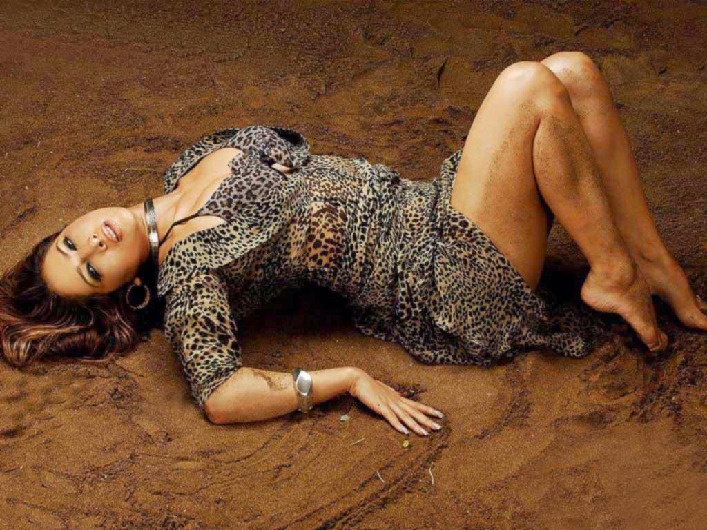 Kim Sharma Hot Pics