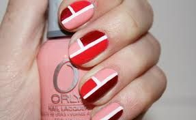 unhas com desenho quadrados vermelho rosa e branco