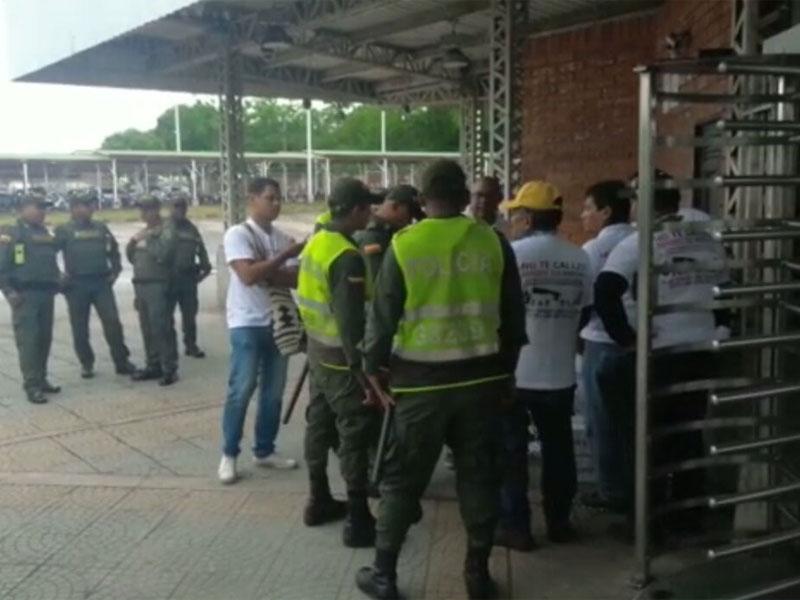 Ecopetrol y fuerza pública arremeten contra trabajadores enfermos en Barrancabermeja