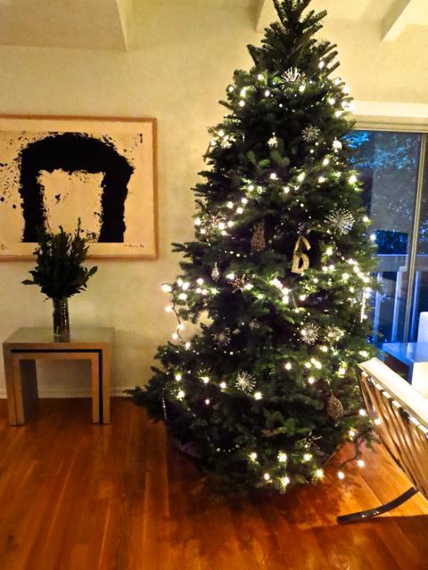 Christmas tree next to a Richard Serra print