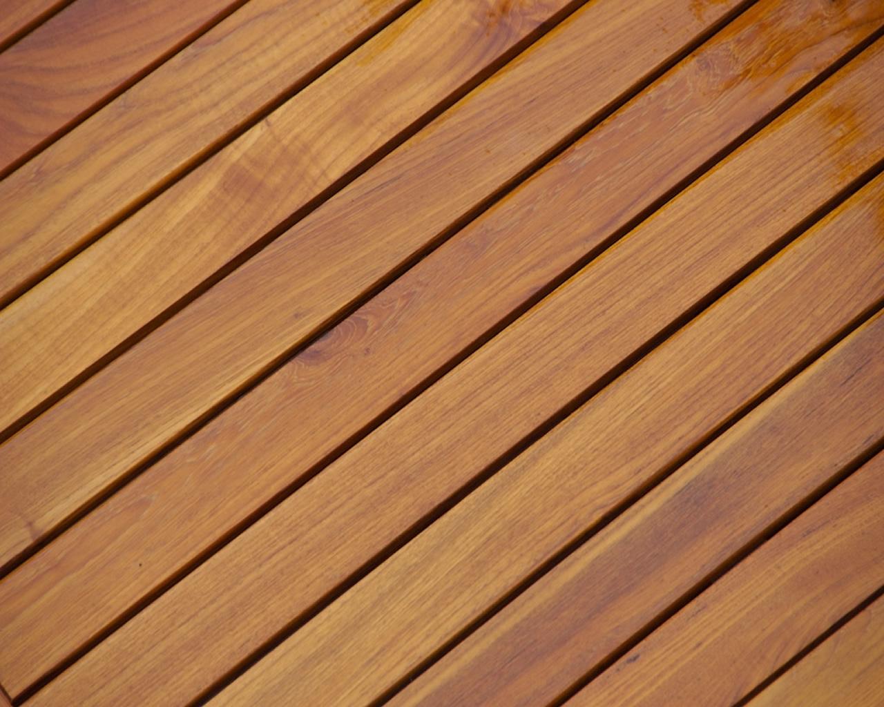 Tarima de madera o tarima sint tica cu l es mejor for Madera para exterior