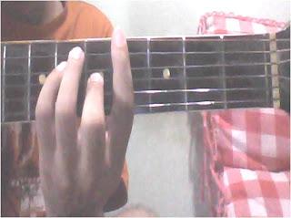 Perbedaan dengan F# adalah letak fretnya saja Chord Kentrung Senar 3 Lagu