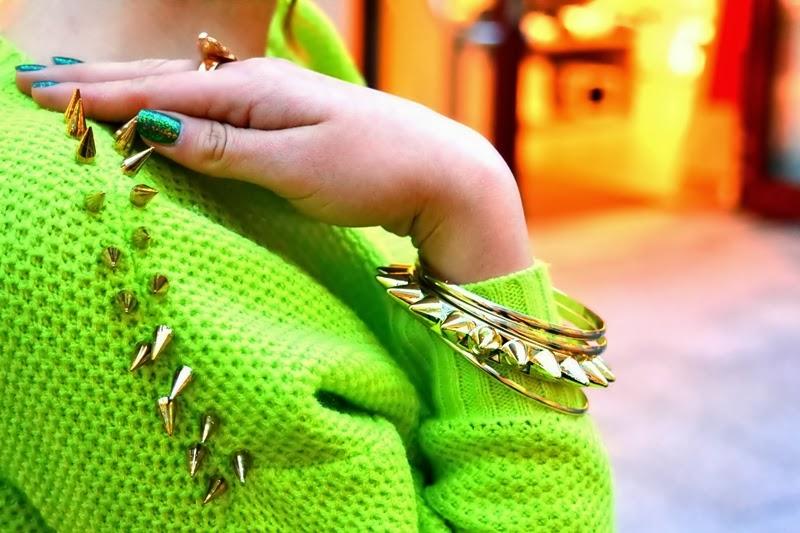 neon stacheln spikes pullover detail