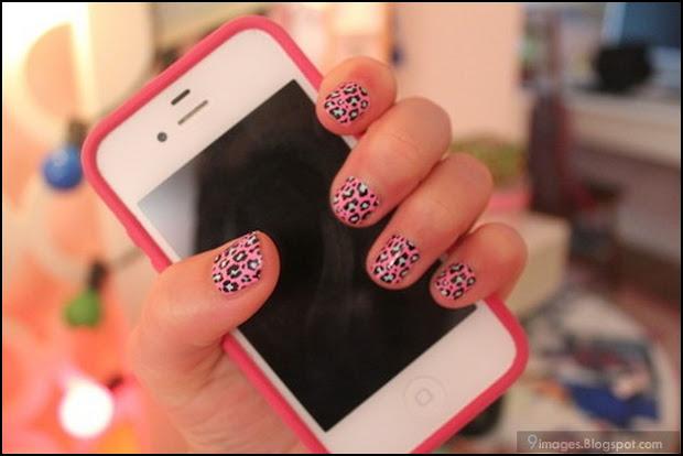 cell-phone nail-art girl