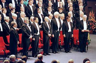 لماذا استحق أحمد زويل جائزة نوبل للكيمياء؟