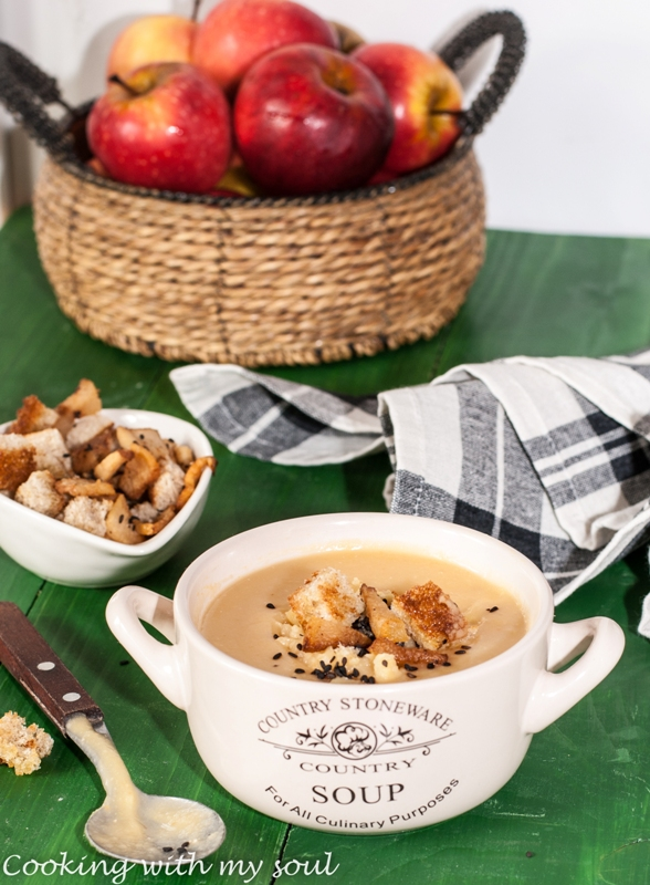 Supa de mazare galbena si crutoane cu susan negru