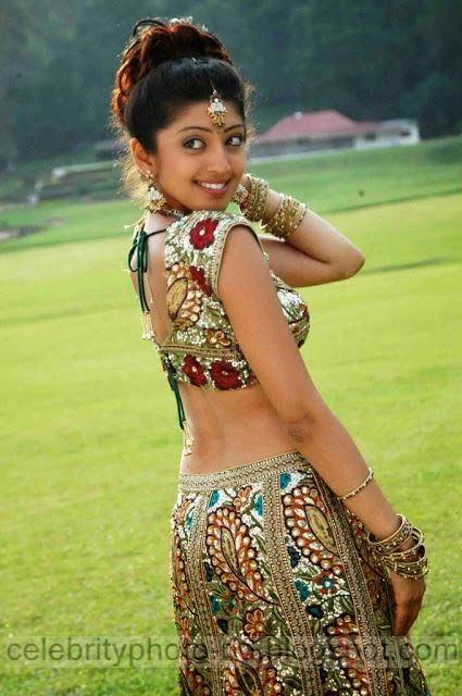 Telugu%2BActress%2BPranitha%2BHot%2BJuciy%2BNavel%2BShow%2BStills%2BPhotos008