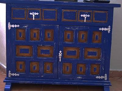 Decorocomoloko mueble castellano azul patagonia - Muebles castellanos ...