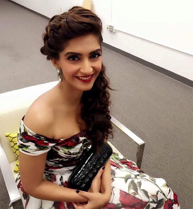 Sonam Kapoor Cute Smile Pic