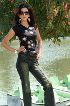 Latest Photos Of Saba Qamar 2013