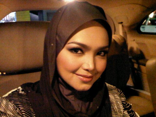Koleksi gambar Siti nurhaliza bertudung