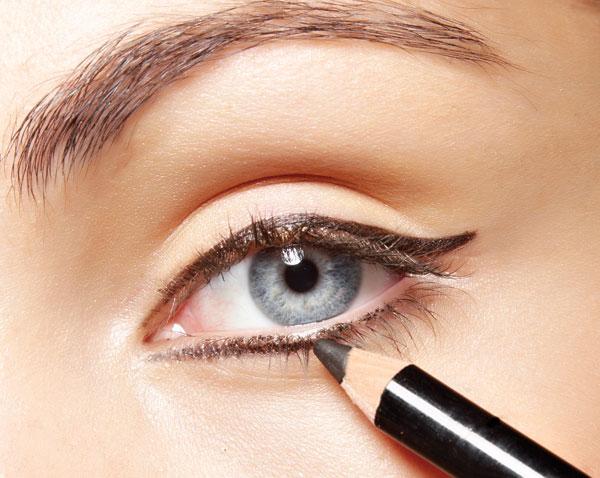 maquillaje trucos para unos ojos ahumados