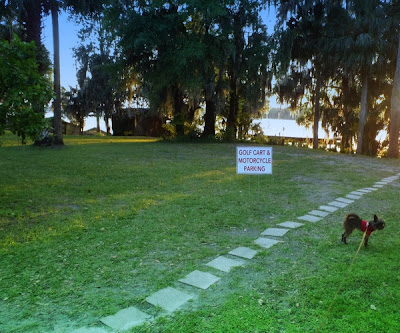 Welaka Lodge and Resort with RV sites on St Johns River in Welaka Florida with photo by  DearMissMermaid.Com