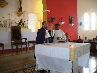 Missa pelos fieis defuntos em Almino Afonso